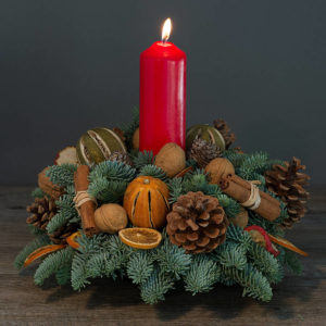 Single christmas candle arrangement with no flower
