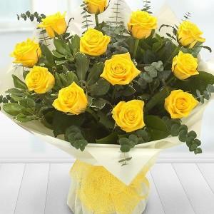 12 yellow rose hand tie