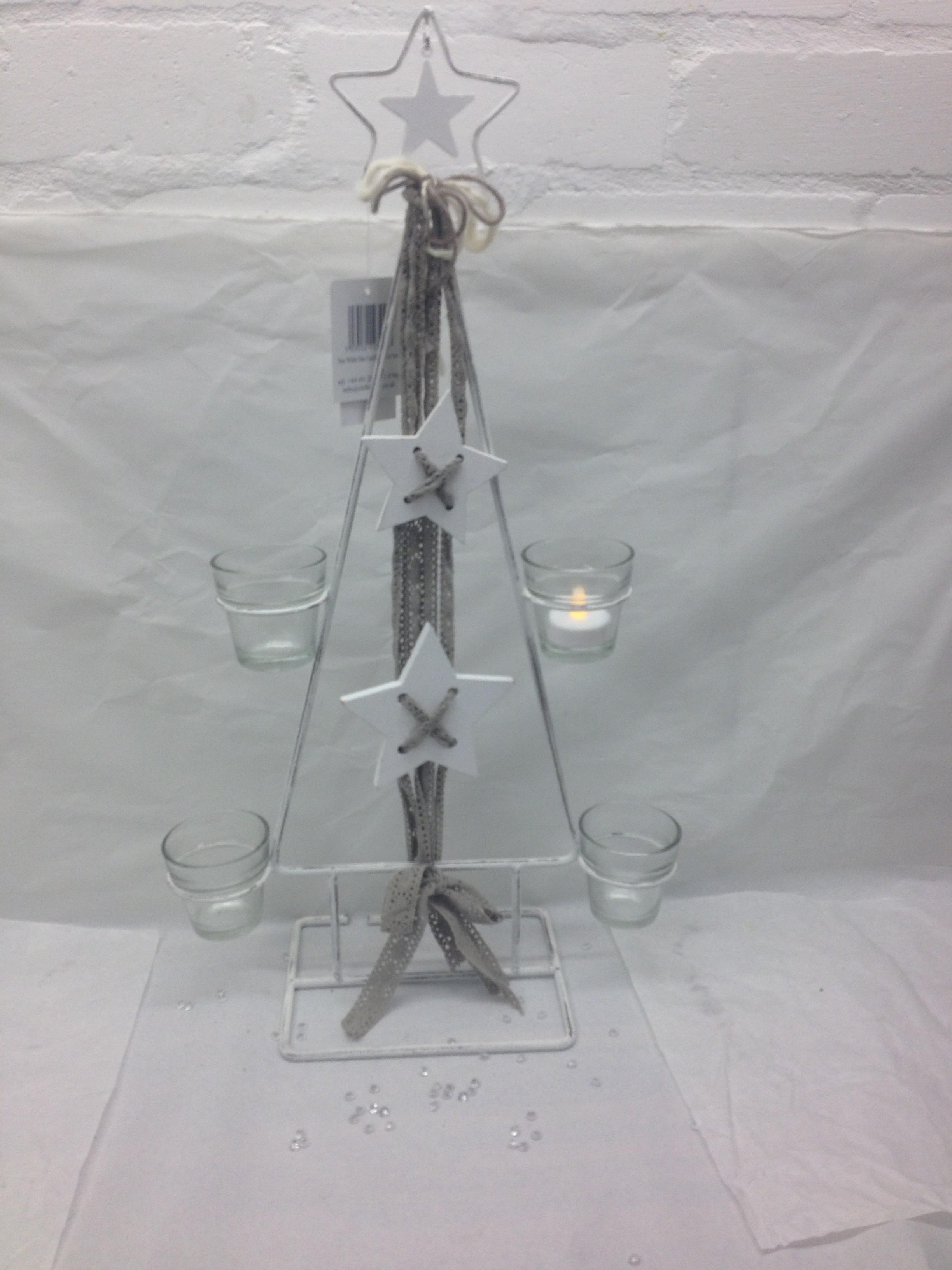 Metal christmas tree with tealight