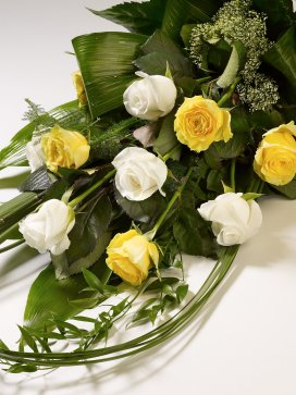 classic-rose-sheaf-yellow-and-white
