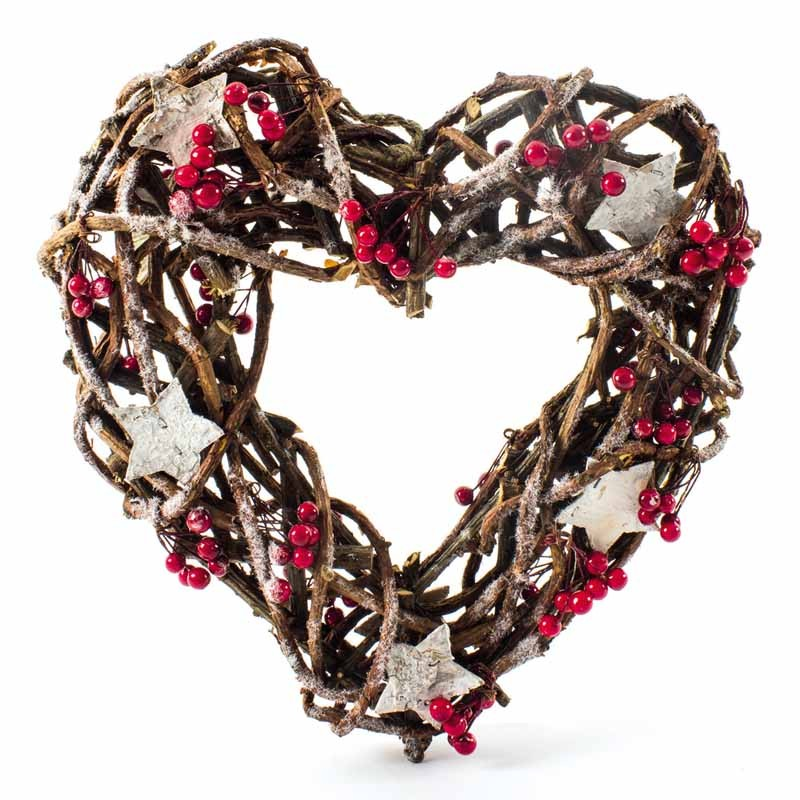 RATTAN HEART WITH STARS AND BERRIES