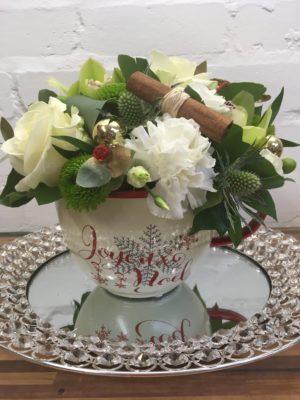 christmas tea cup arrangement