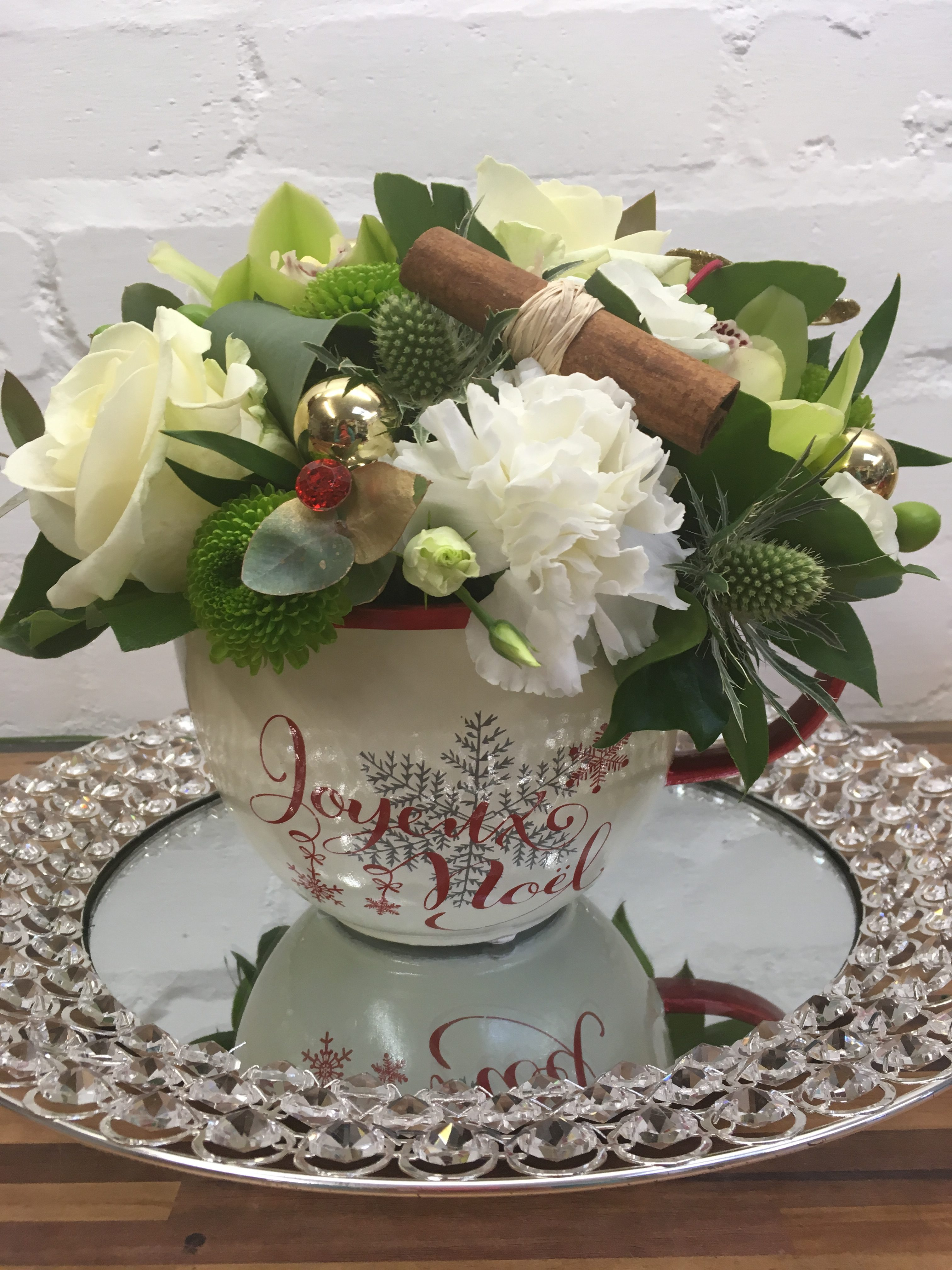 christmas tea cup arrangement